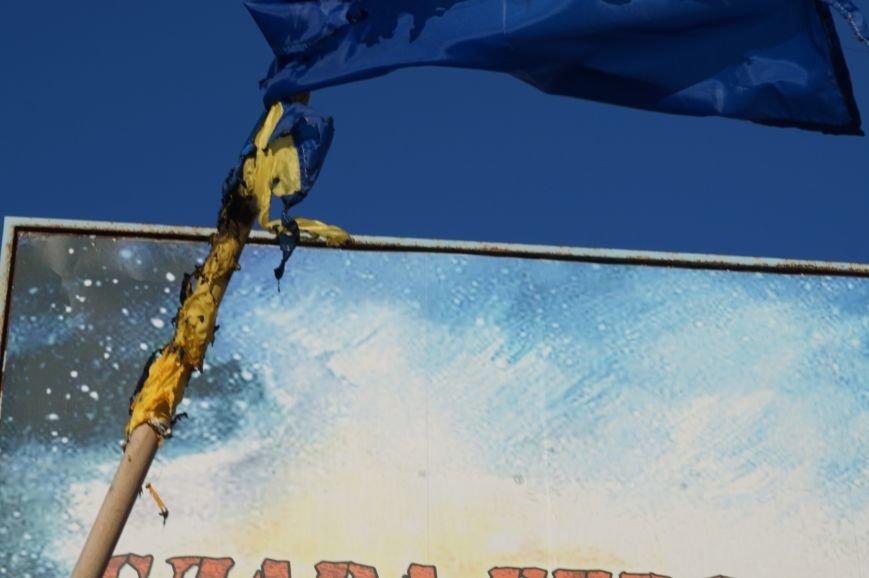 В Кривом Роге повторно сожгли Украинский флаг на стеле Героев (ФОТО), фото-7