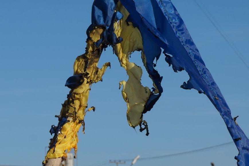 В Кривом Роге повторно сожгли Украинский флаг на стеле Героев (ФОТО), фото-12