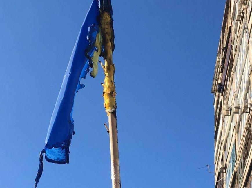 В Кривом Роге повторно сожгли Украинский флаг на стеле Героев (ФОТО), фото-3