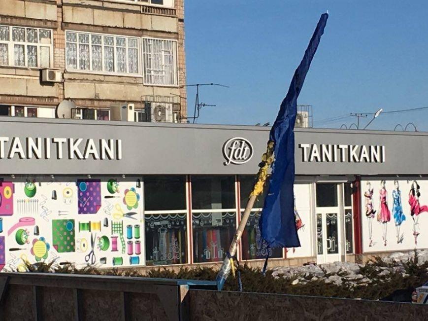 В Кривом Роге повторно сожгли Украинский флаг на стеле Героев (ФОТО), фото-4