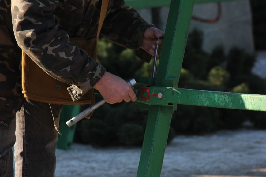 В Запорожье разбирают елку и новогодний городок, - ФОТОРЕПОРТАЖ, фото-12