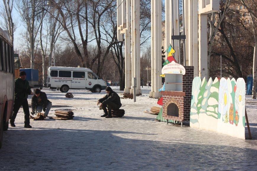 В Запорожье разбирают елку и новогодний городок, - ФОТОРЕПОРТАЖ, фото-6
