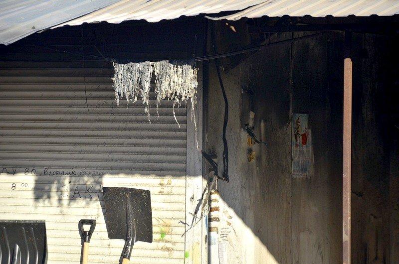 После пожара на Привозе обчистили павильоны (ФОТО), фото-6
