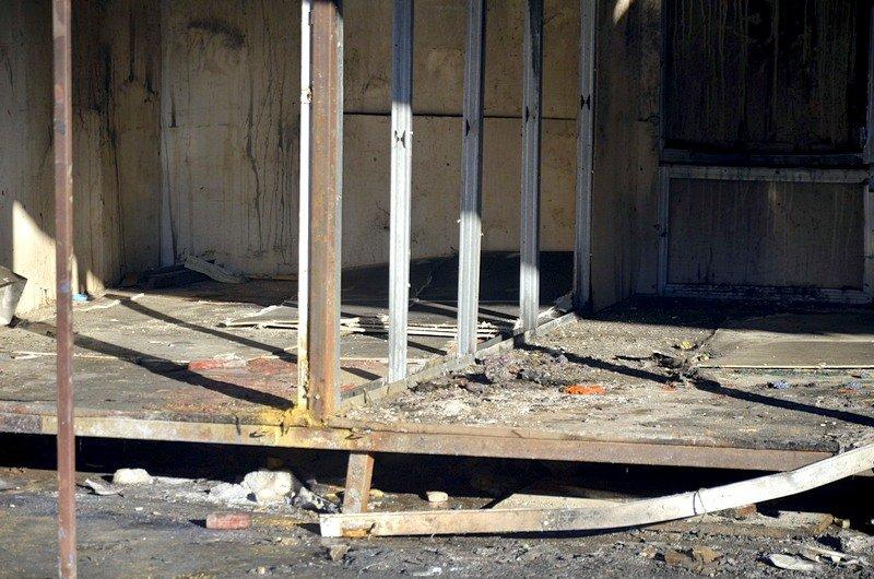 После пожара на Привозе обчистили павильоны (ФОТО), фото-8