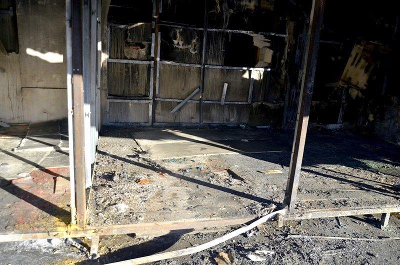 После пожара на Привозе обчистили павильоны (ФОТО), фото-9