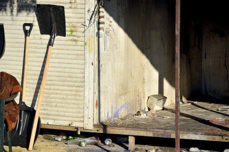 После пожара на Привозе обчистили павильоны (ФОТО), фото-7