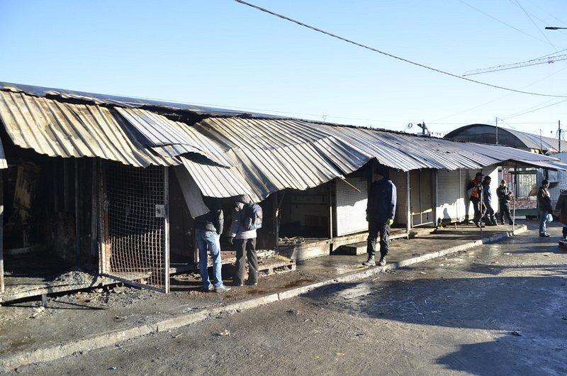 После пожара на Привозе обчистили павильоны (ФОТО), фото-2