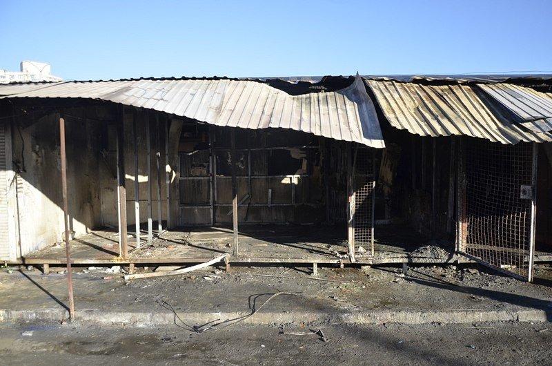 После пожара на Привозе обчистили павильоны (ФОТО), фото-1
