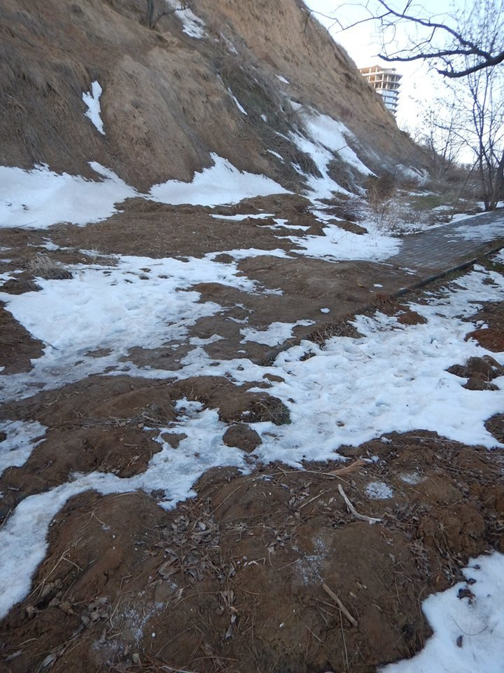 В Одессе зафиксировали масштабный обвал грунта на склонах Трассы здоровья (ФОТО), фото-1