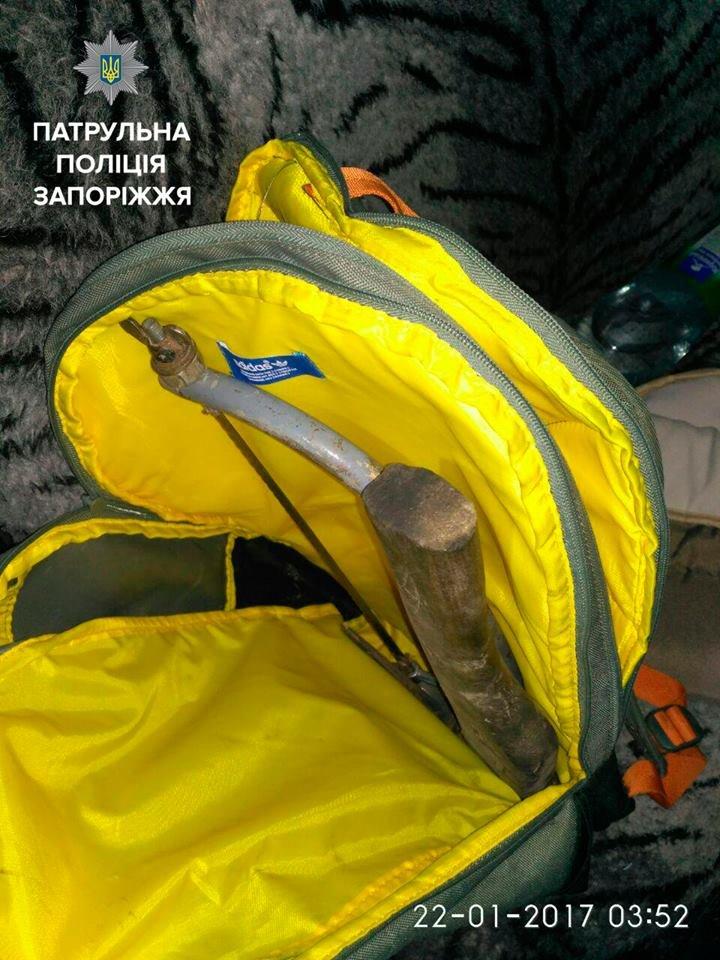 В Запорожье трое мужчин перевозили в багажнике украденный кабель, - ФОТО, фото-4