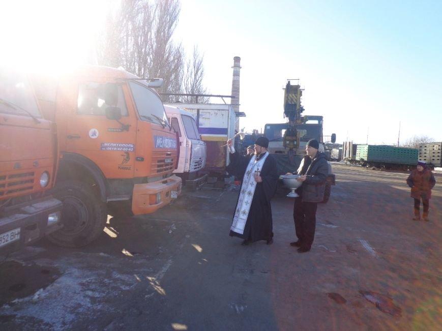 Благочинный Мелитополя окропил крещенской водой водителей и машины, фото-5