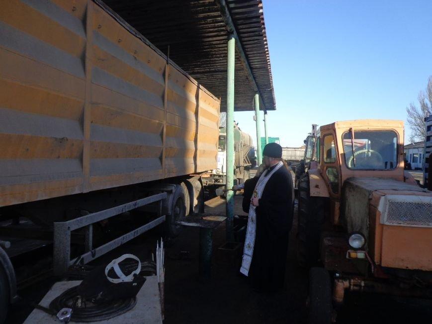 Благочинный Мелитополя окропил крещенской водой водителей и машины, фото-3