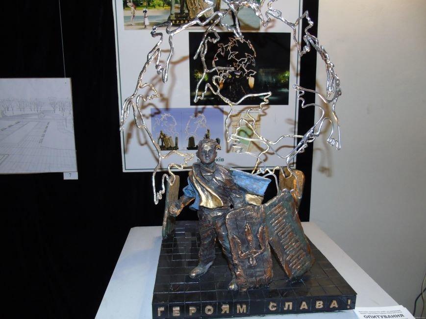 В Харькове проходит выставка проектов памятника героям Небесной Сотни  (ФОТО), фото-3
