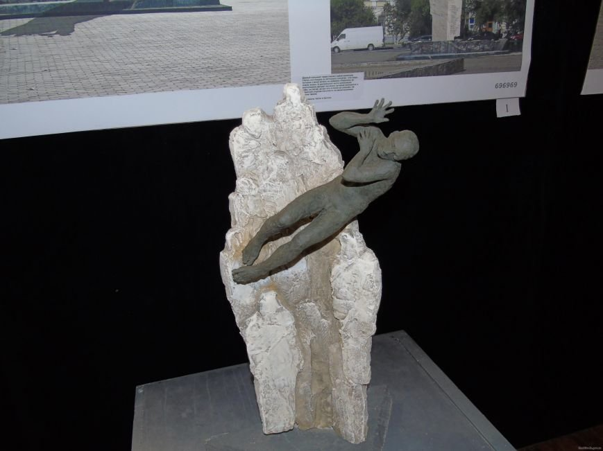 В Харькове проходит выставка проектов памятника героям Небесной Сотни  (ФОТО), фото-2