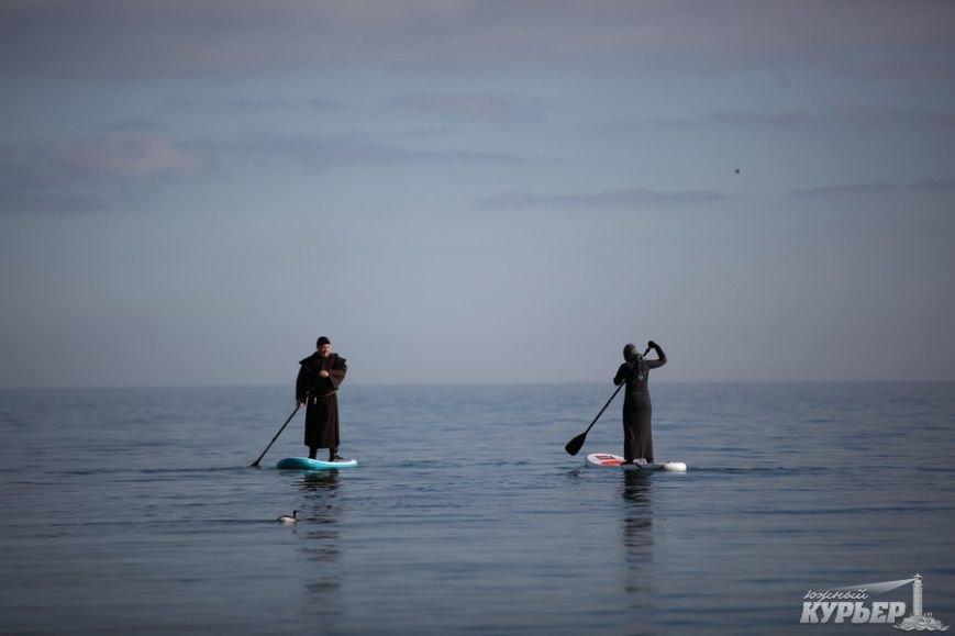 В Одессу на доске по морю приплыл средневековый монах (ФОТО), фото-2