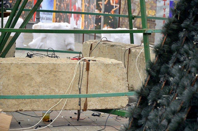 В Одессе убрали главную ёлку (ФОТО), фото-2