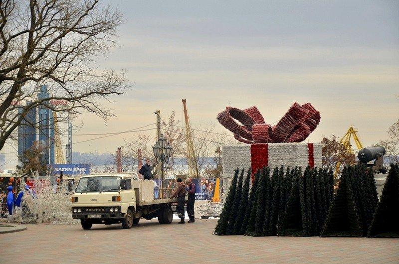 В Одессе убрали главную ёлку (ФОТО), фото-7