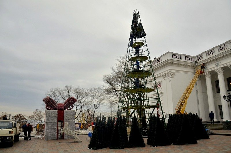 В Одессе убрали главную ёлку (ФОТО), фото-5