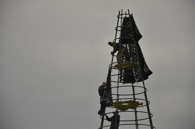 В Одессе убрали главную ёлку (ФОТО), фото-1