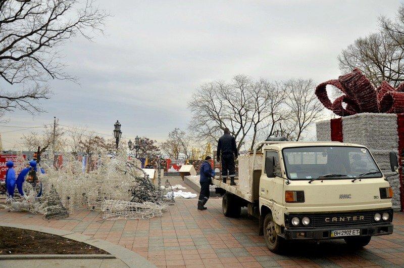 В Одессе убрали главную ёлку (ФОТО), фото-4
