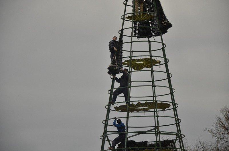 В Одессе убрали главную ёлку (ФОТО), фото-8
