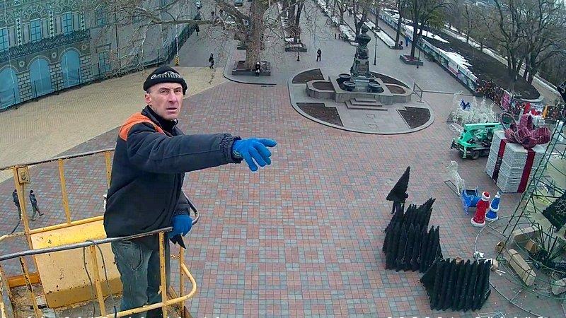 В Одессе убрали главную ёлку (ФОТО), фото-11