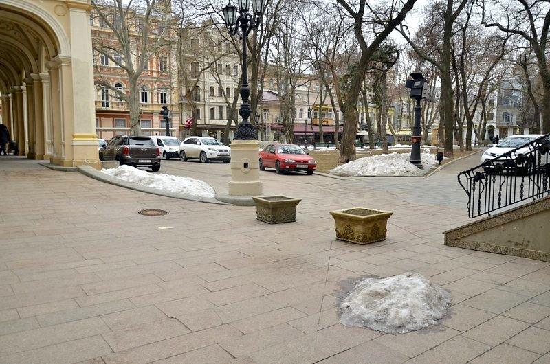 Под одесским оперным даже не думали убирать снег (ФОТО), фото-6