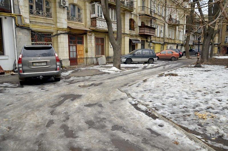 Под одесским оперным даже не думали убирать снег (ФОТО), фото-2