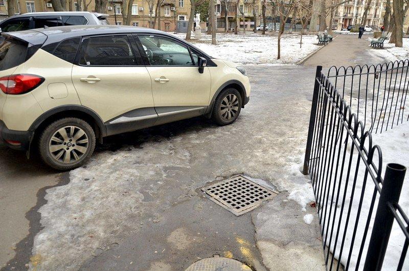 Под одесским оперным даже не думали убирать снег (ФОТО), фото-1
