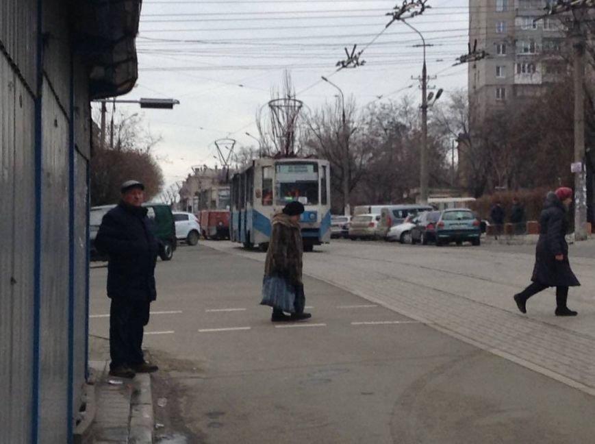 В центре Мариуполя автомобиль заблокировал движение 9 трамваев (ФОТО, ВИДЕО), фото-4