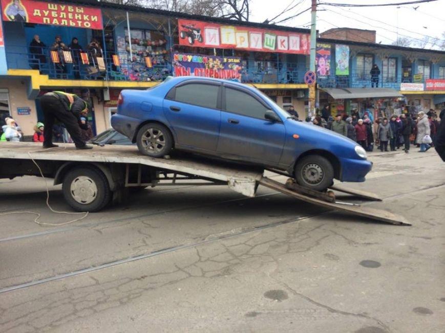 В центре Мариуполя автомобиль заблокировал движение 9 трамваев (ФОТО, ВИДЕО), фото-5