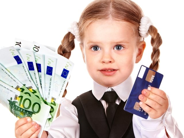 девочка-держит-деньги