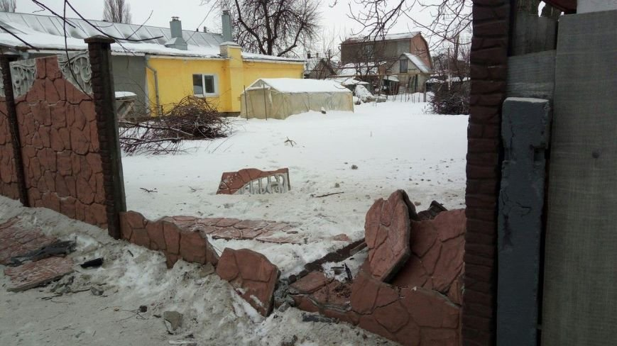 В Сумах автомобиль протаранил забор (ФОТО), фото-1