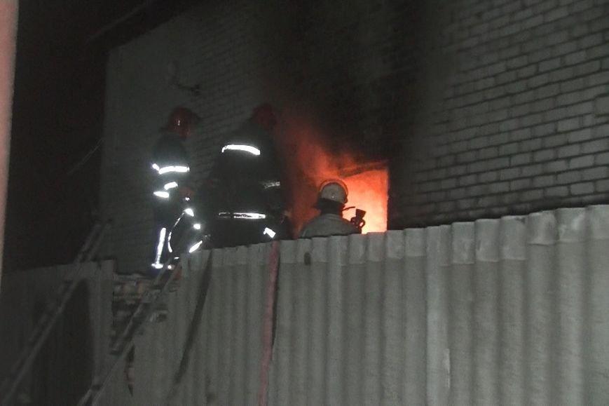 В Харькове спасатели тушили пожар два часа из-за горевшего растворителя (ФОТО), фото-2