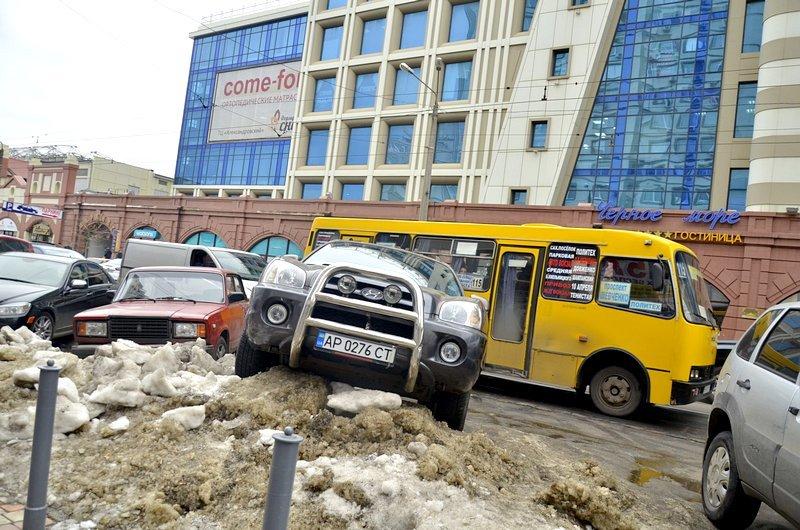Возле Привоза объявился Царь горы и мастер парковки (ФОТО), фото-1