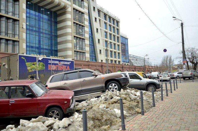 Возле Привоза объявился Царь горы и мастер парковки (ФОТО), фото-3