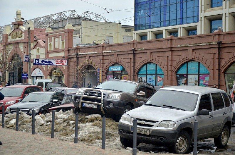 Возле Привоза объявился Царь горы и мастер парковки (ФОТО), фото-2