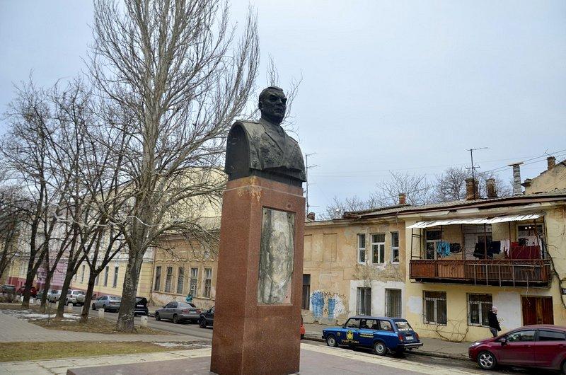 В центре Одессы коммунальщики забросили скверы (ФОТО), фото-10