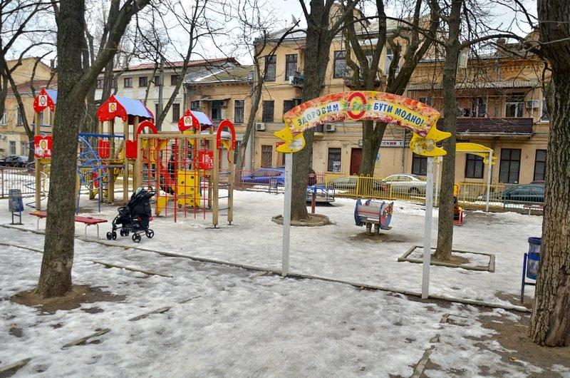 В центре Одессы коммунальщики забросили скверы (ФОТО), фото-12