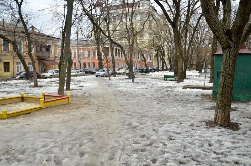 В центре Одессы коммунальщики забросили скверы (ФОТО), фото-13
