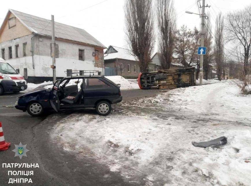 В Днепре во время ДТП перевернулся автомобиль (ФОТО), фото-2
