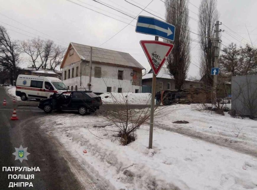 В Днепре во время ДТП перевернулся автомобиль (ФОТО), фото-1