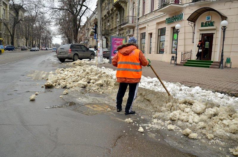 Дворники забросали дороги Одессы льдом (ФОТО), фото-2