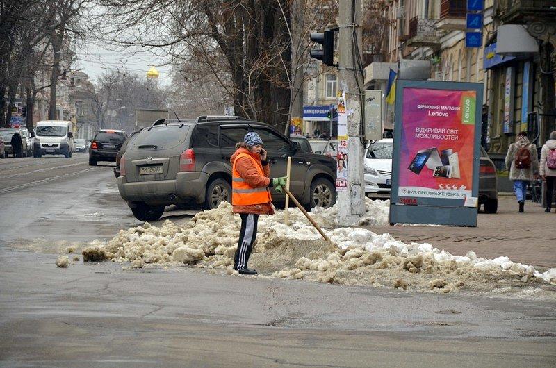 Дворники забросали дороги Одессы льдом (ФОТО), фото-1