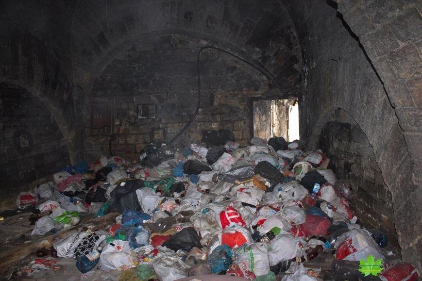 Внутри Потемкинской лестницы нашли гигантскую свалку и чьи-то кости (ФОТО), фото-16