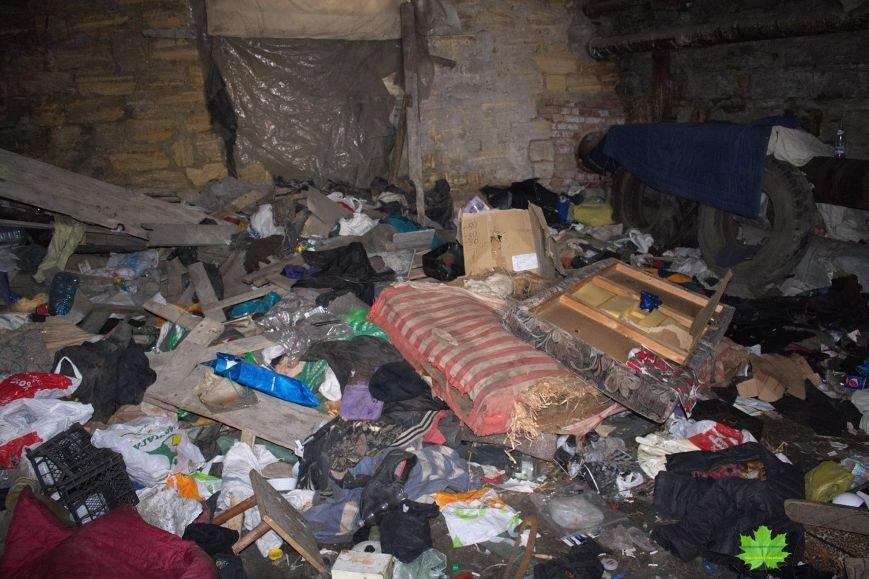 Внутри Потемкинской лестницы нашли гигантскую свалку и чьи-то кости (ФОТО), фото-5