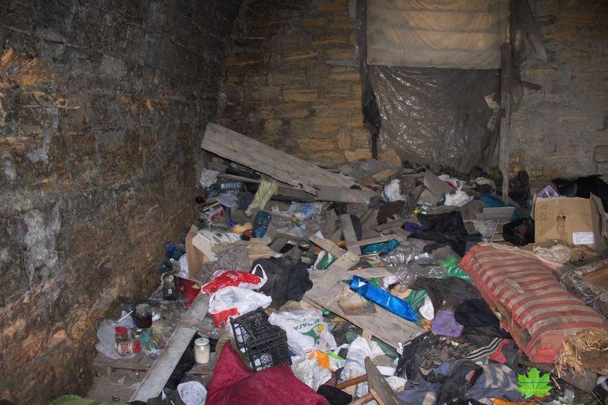 Внутри Потемкинской лестницы нашли гигантскую свалку и чьи-то кости (ФОТО), фото-6