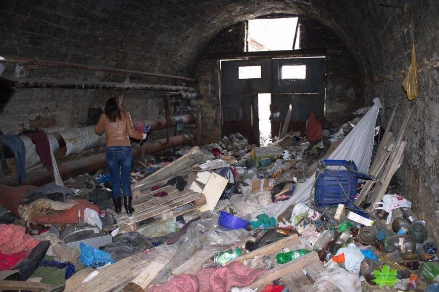 Внутри Потемкинской лестницы нашли гигантскую свалку и чьи-то кости (ФОТО), фото-4