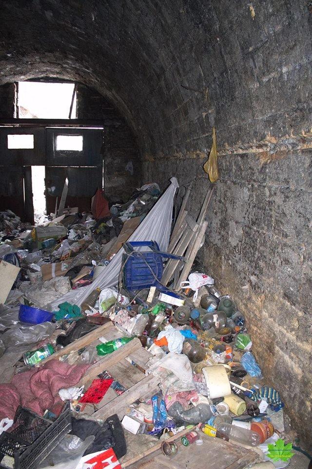 Внутри Потемкинской лестницы нашли гигантскую свалку и чьи-то кости (ФОТО), фото-3