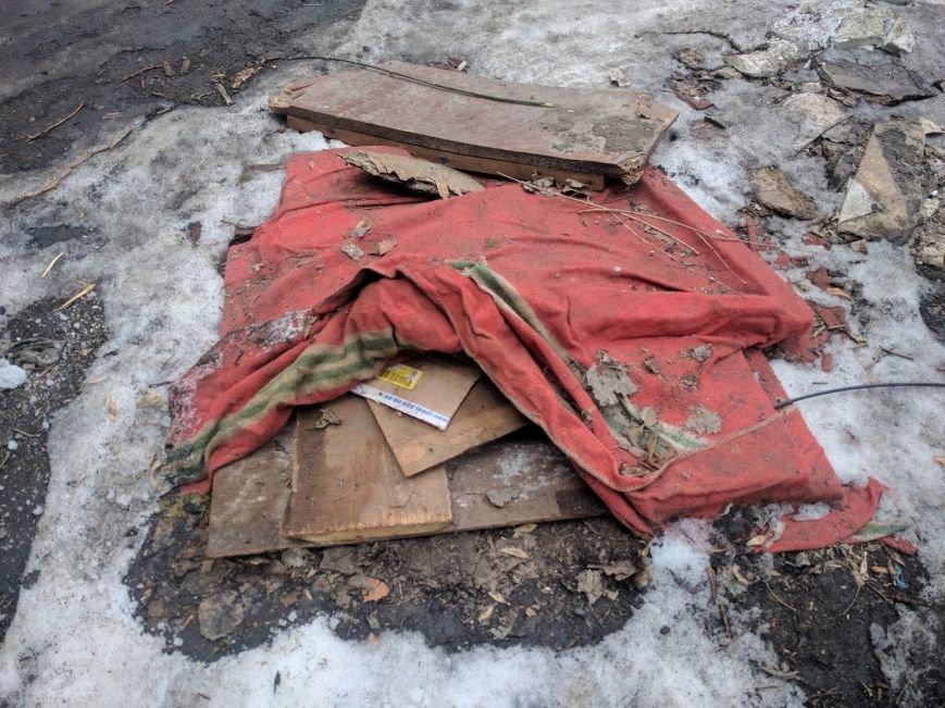 Ты удивишься: Одесские дворники установили самую странную крышку от люка (ФОТО), фото-3
